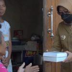 Jalankan Gerakan Bahagia Bersama Tetangga, Bupati Mundjidah Wahab Kunjungi Rumah Warga