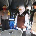 Kunjungi Dapur Umum Peduli Covid-19 di Sidoarjo, Gubernur Jatim Bakal Libatkan UMKM dan PKL