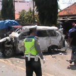 Mobil Dihantam Kereta Saat Pergi Salat Jumat, 3 Tewas 1 Luka