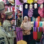 Tak Gubris Imbauan Pemerintah, Sejumlah Toko Pakaian Masih Buka di Situbondo