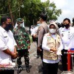 Pantau Posko Covid-19, Bupati Mundjidah Wahab Khawatirkan Kesehatan Para Pendatang