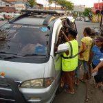 Emak-emak dan Tukang Becak di Kota Probolinggo Berebut Takjil Dari Pengendara