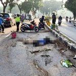 Tabrak Median Jalan, Pengendara Motor di Surabaya Tewas Disambar Mobil