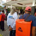 Semprotkan Disinfektan, Cara Pokmas di Kota Probolinggo Sambil Nunggu Buka Puasa