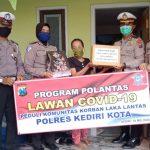 Satlantas Polresta Kediri Berbagi Sembako ke Keluarga Korban Laka Lantas