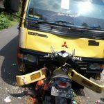 Diduga Mengantuk, Motor Matik Lawan Truk Adu Moncong di Lamongan