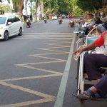 Sepi Penumpang, Tukang Becak di Kota Probolinggo Berjajar Tunggu Takjil Atau Sedekah