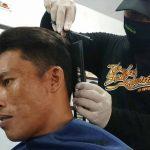 Tak Hanya Bagi Sembako, Aksi Sosial Covid-19 di Situbondo Juga Berupa Layanan Pangkas Rambut Gratis