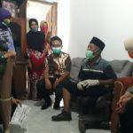 Bersama Baznas Jombang, Bupati Mundjidah Beri Bantuan Sembako dan Kaki Palsu kepada Disabilitas