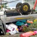 Pikap Grand Max Tiba-Tiba Terbalik di Taman Pembatas Jalan Jember