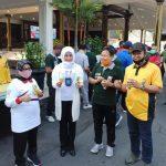 Peringati Hari Anti-Narkoba, Polisi Narkoba dan Bupati Jombang Bagi-Bagi Telur dan Susu