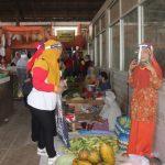 Covid-19, DP3KB Kota Pasuruan Bagi Masker dan Face Shield ke Pedagang Pasar