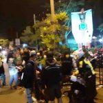 Acara Bonek Tak Berizin, Petugas Sekat Akses ke Alun-Alun Kota Mojokerto