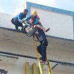 Perbaiki Atap Bengkel Motor Bocor, Pria di Jember Malah Tersengat Listrik