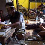 Pandemi Covid-19, Berkah Pengrajin Face Shield di Tulungagung