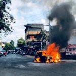 Mogok dan Didorong, Mobil Hyundai Ini Terbakar di Perempatan Jalan Jember