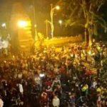 Pandemi Covid-19, Petugas Bubarkan Kerumunan Pesepeda Malam di Alun-alun Mojokerto