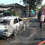 Diduga Korsleting Listrik, Mobil Sedan Terbakar di Sidoarjo