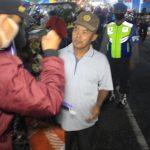Polisi Blitar Tertibkan Pedagang dan Pengunjung Pasar yang Tak Bermasker