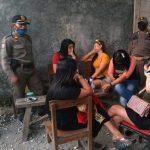 Tiga Kafe di Lamongan Nekat Buka, 11 Pramusaji Diciduk Satpol PP