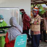 Covid-19 Meningkat, Bupati Jombang Tinjau Rapid Test Massal di Puskesmas Jelakombo