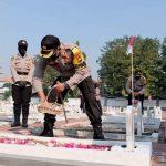 Jelang Hari Bhayangkara Ke-74, Polresta Sidoarjo Tabur Bunga di TMP