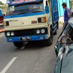 Disenggol Truk, Mobil Sedan Anggota Satpol PP Situbondo Remuk