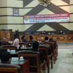 Nyanyikan Lagu Bongkar Iwan Fals, Seluruh Fraksi DPRD Jember Sepakat 'Copot' Bupati Faida