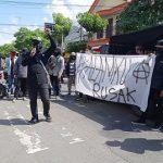 Dinilai Abaikan Kerusakan Brantas, Polres dan DPRD Tulungagung Didemo Pemuda-Mahasiswa