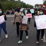 Tuntut Kasus Dugaan Cabul Anak Kiai Jombang Tuntas, Aliansi Santri Demo Polda Jatim