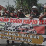 Tuntut Rapid Test Gratis, Ratusan Sopir Truk Demo Depan Grahadi Surabaya