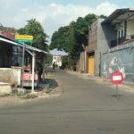 Diduga Terpapar Covid-19, Jalan ke Rumah Seorang Camat di Jember Ditutup