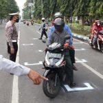 Pengendara Wajib Tempati Garis <em>Phsycal Distancing</em> di Jombang