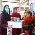 Tanggulangi Stunting, Arumi Bachsin Bantu 150 Paket Ikan ke Pamekasan