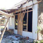 Tertimpa Pohon,Sebuah Rumah di Situbondo Rusak