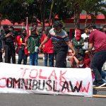 Tolak RUU Omnibus Law, Puluhan Mahasiswa Demo di DPRD Kota Blitar