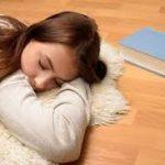 Tidur di Lantai, Inilah Bahaya dan Manfaatnya