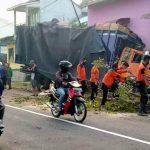 Truk Fuso Tabrak Dua Rumah Warga di Jember, 3 Ruangan Hancur