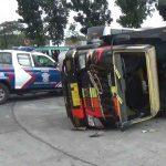 Belok Mendadak, Truk Ini Terguling Diseruduk Bus Sumber Selamat di Jombang