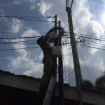 Satpol PP Kota Blitar Segel Dua Tiang Jaringan FO Tak Berizin