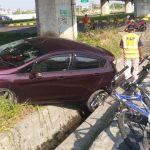Darah Tinggi Sopir Kambuh, Ford Fiesta Tabrak Motor dan Sepeda di Sidoarjo