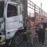 Diparkir di Lahan Kosong Sidoarjo, Dua Truk Terbakar