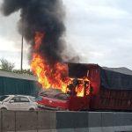 Truk Muat Garam Terbakar di Tol KM 15 Arah Waru Sidoarjo