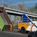 Bak Truk Copot di Tol Sidoarjo Setelah Menjungkit dan Tabrak Jembatan