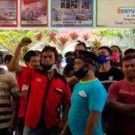 Video: Ratusan Warga Geruduk RS Bina Sehat Jember Klarifikasi Soal Hasil Swab