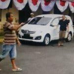 Viral, Video Lelaki Masuk Mapolres Jember Acungkan Pisau Sangkur