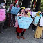 Demo Desak Belajar Tatap Muka di Disdikbud Jombang, Emak-Emak Tawarkan Solusi Aman