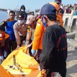 Mayat Pria Telanjang Ditemukan Mengapung di Perairan Kalbut Situbondo