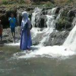 Patut Dicoba, Berperahu Menyusuri Dam Licin di Gerojokan Akeh Pasuruan