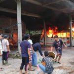 Diduga Korsleting, Minibus yang Terpakir di Garasi di Blitar Mendadak Terbakar
